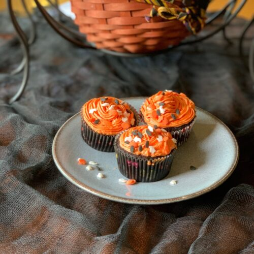 These are delcious halloween cupcakes with cream cheese chocolate chip filling and orange buttercream frosting
