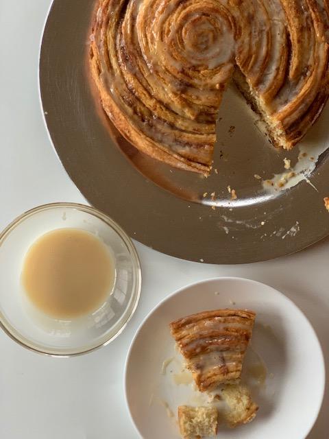 cinnamon roll cake with vanilla caramel glaze
