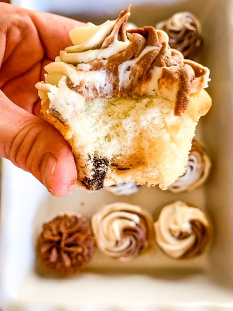 The Ultimate chocolate chunk cupcakes