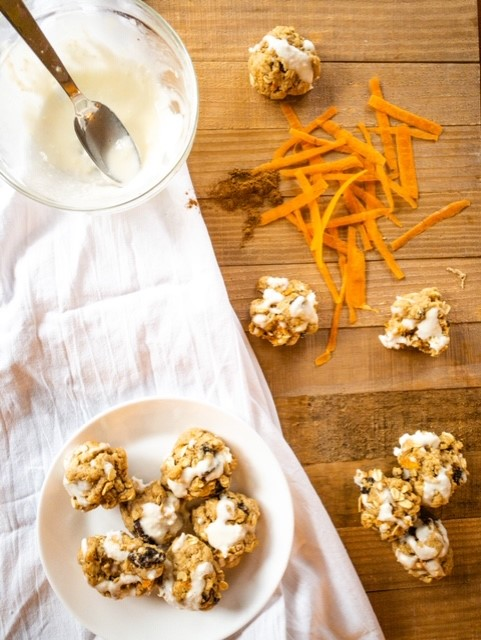 Low-calorie carrot cake cookies