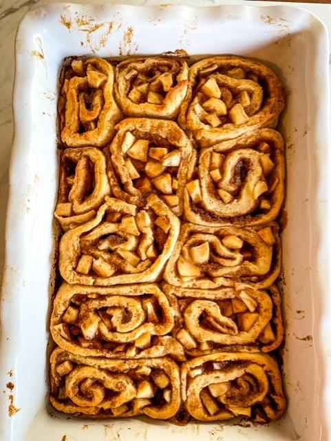 Cinnamon Rolls with apple filling